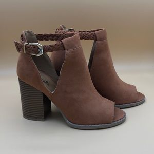 Qupid Suede peep toe booties.Hazelnut